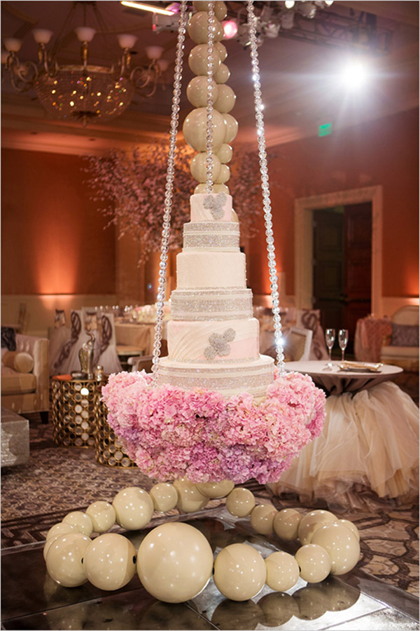 hanging weddingcake