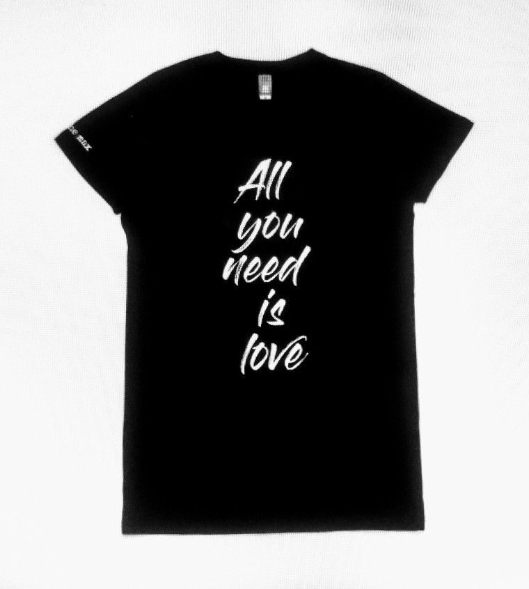all you need is love t-shirt20170329_210453_HDR-2.jpg